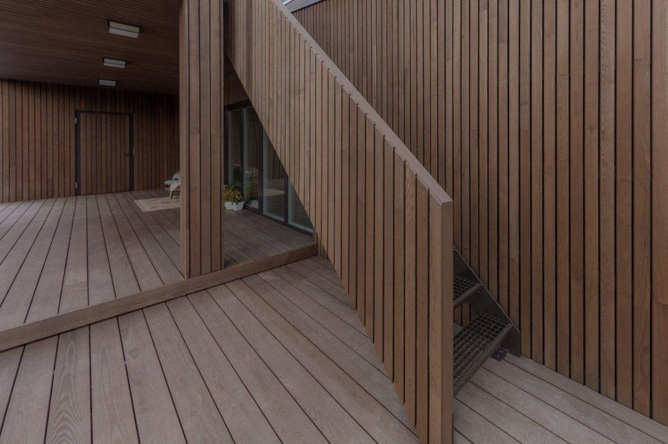 Odvetraná fasáda - termojaseň, schodisko